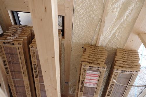 ビルトインガレージのある家床材搬入