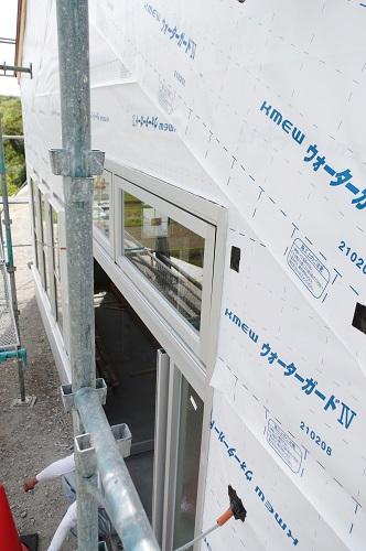 ライフタイムデザイン社田舎風の住宅外壁天然木貼り