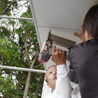 「軒天」貼り。田舎風の住宅大工工事