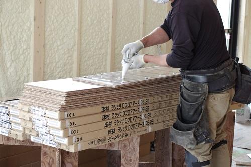 ビルトインガレージのある家床材フロア材建材